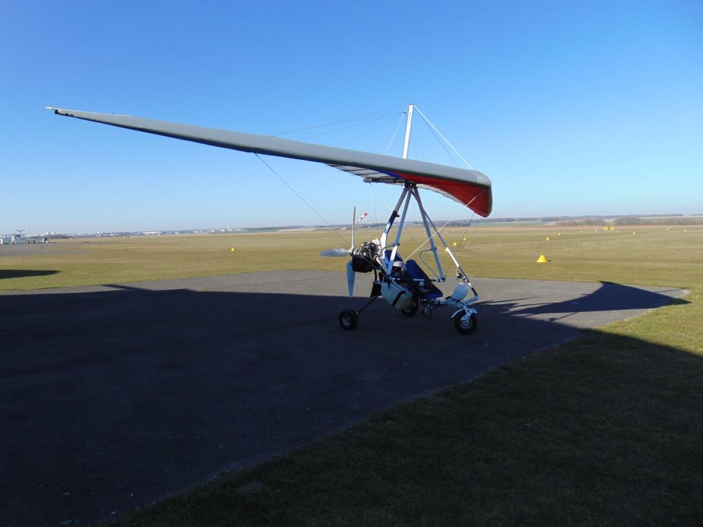 Le mouvement ULM est issu du vol libre dont le deltaplane était le premier représentant, peu avant l'arrivée du pendulaire.