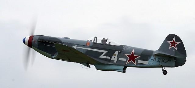En vol, on redécouvre des avions qui ont marqué l'histoire comme ce YAK-3 ayant appartenu à l'escadron Normandie Yémen.